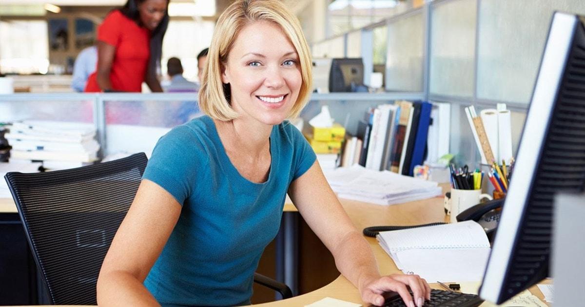 woman-desk-smiling_1480x714-min