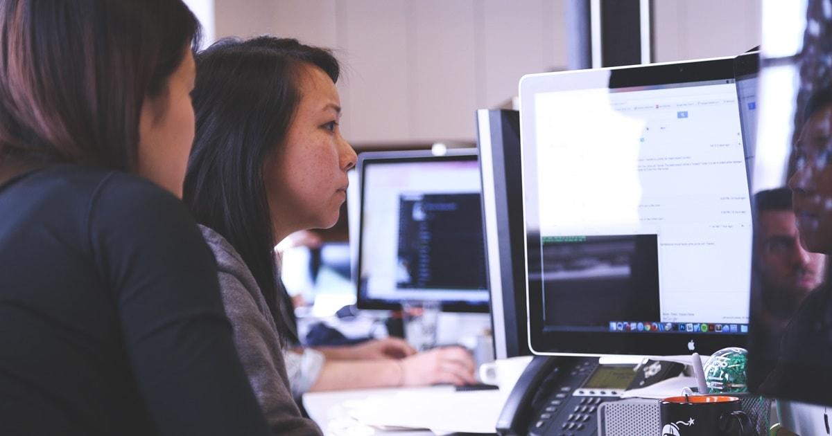 women on computer-min